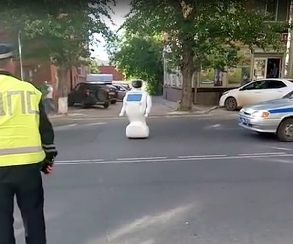 Robot Escapes Testing Grounds, Causes Disturbance in Russia