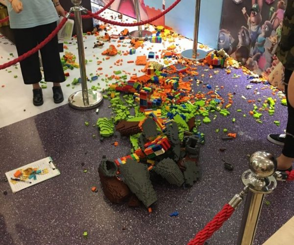 LEGO Zootopia Statue Killed by Rope Dodging Brat