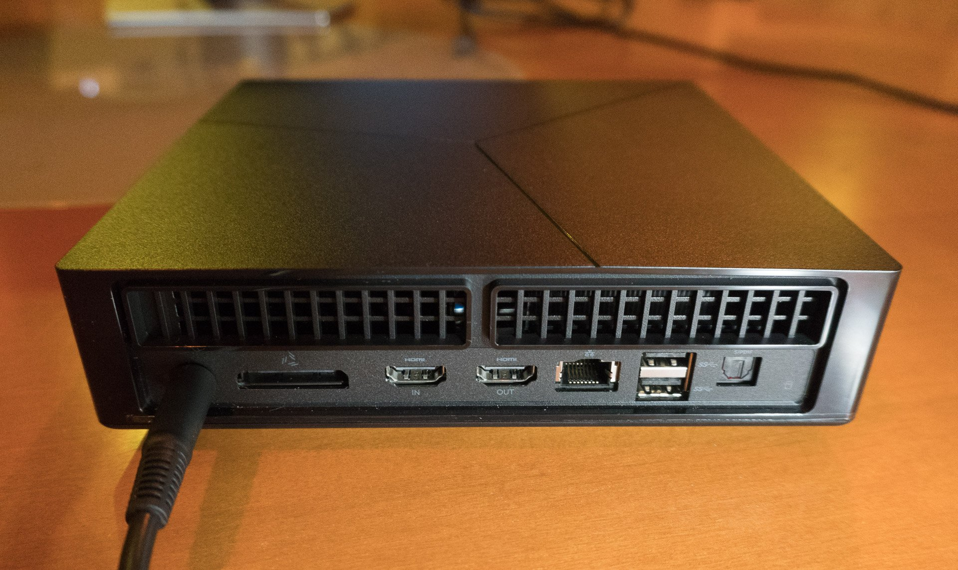 Alienware Graphics Amplifier Review >> Hands-on Review: Alienware Alpha R2 Compact Gaming PC - Technabob