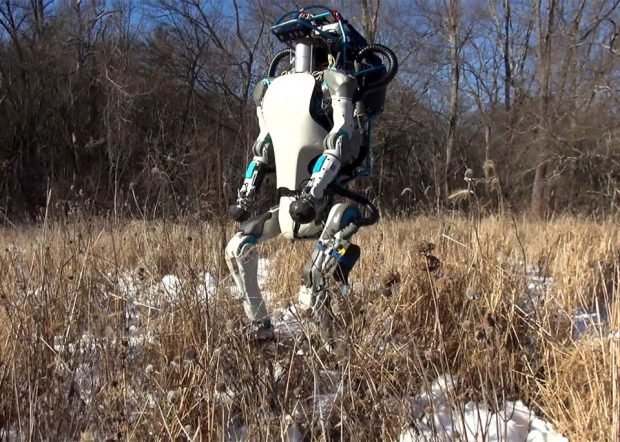 atlas_robot_outdoors_1