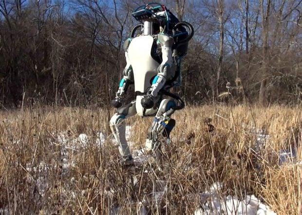 atlas_robot_outdoors_1