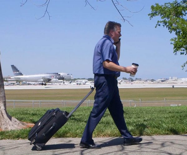 My Hitch Lets You Pull a Suitcase Hands-Free