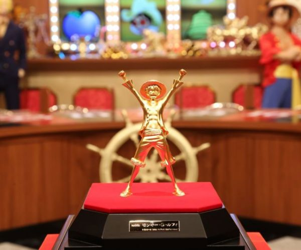 Solid Gold One Piece Statues for Platinum Level Fans