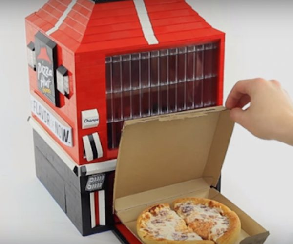 This LEGO Machine Dispenses Personal Pan Pizzas
