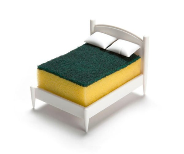 Spongeworthy: This Sponge Holder Looks Like a Tiny Bed