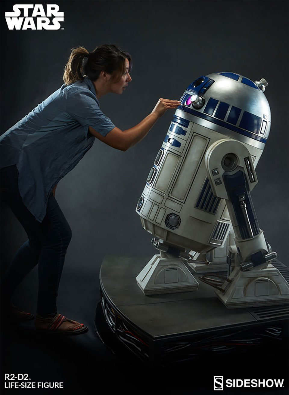 life size r2 d2 collectible is every 39 80s kid 39 s dream technabob. Black Bedroom Furniture Sets. Home Design Ideas