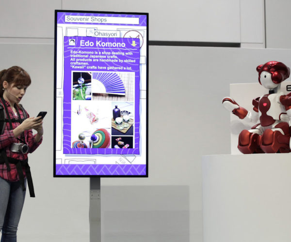 Hitachi's EMIEW3 Robot Helps Travellers at Tokyo's Haneda Airport