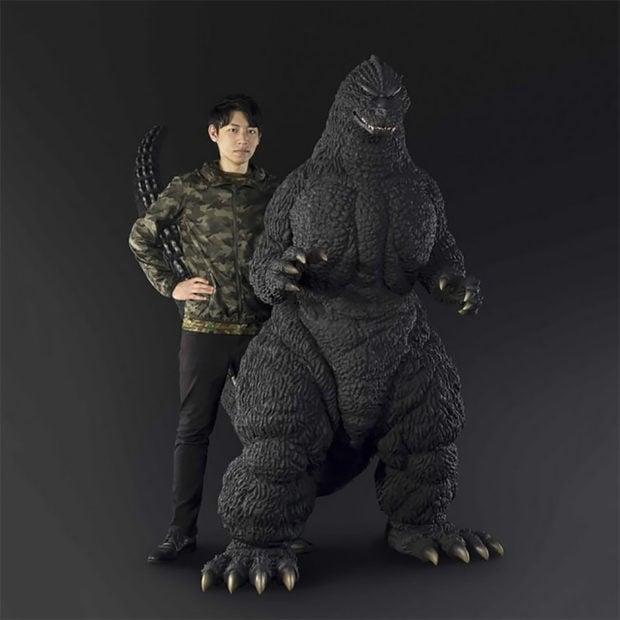 human_size_godzilla_statue_1