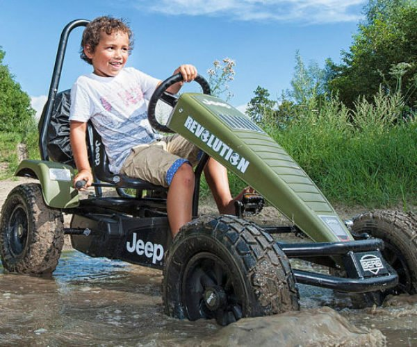 This Jeep Pedal Kart Offers Off-roading Fun for Rich Kids