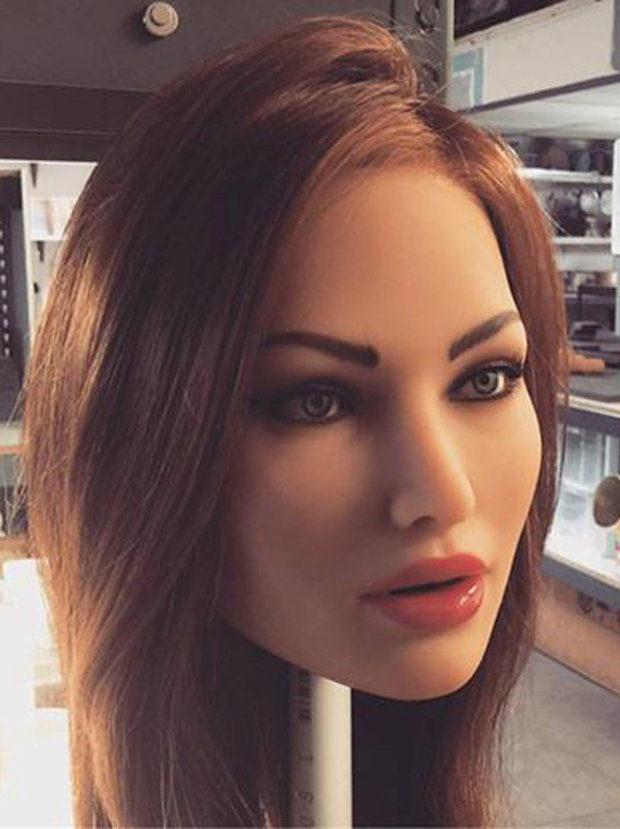 lara_croft_robot_1