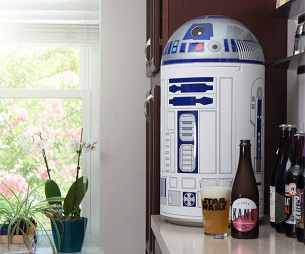 R2-D2 Drink Fridge Is the Coolest Droid Ever