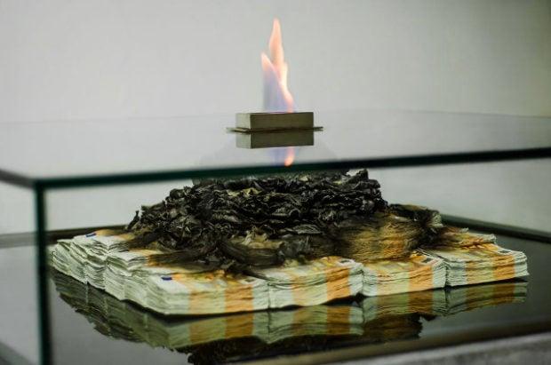 burning_money_table_2
