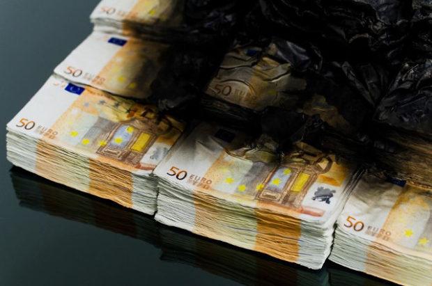 burning_money_table_4