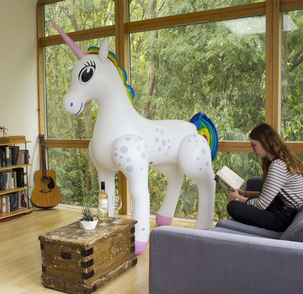 giant_inflatable_unicorn_1