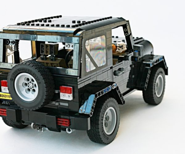 lego jeep wrangler rubicon a block made of blocks technabob. Black Bedroom Furniture Sets. Home Design Ideas