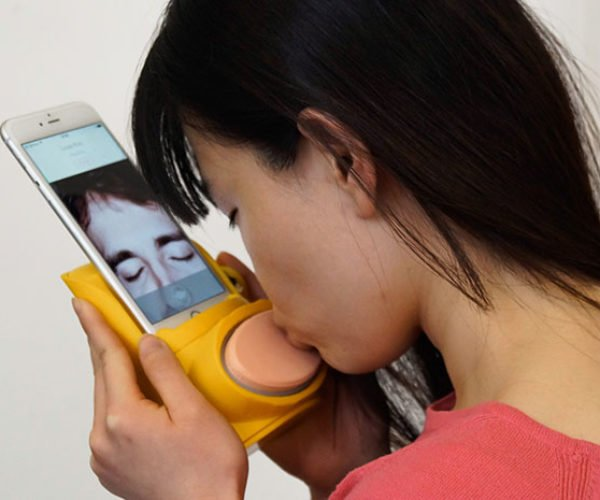 The Kissenger Robot Phone Sends Kisses to Far Away Loved Ones