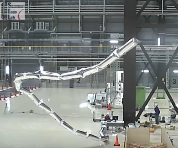This 65-foot Robot Arm Weighs Practically Nothing