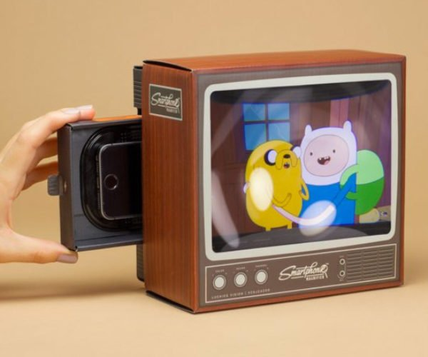 Retro TV Smartphone Magnifier: iBoobTube