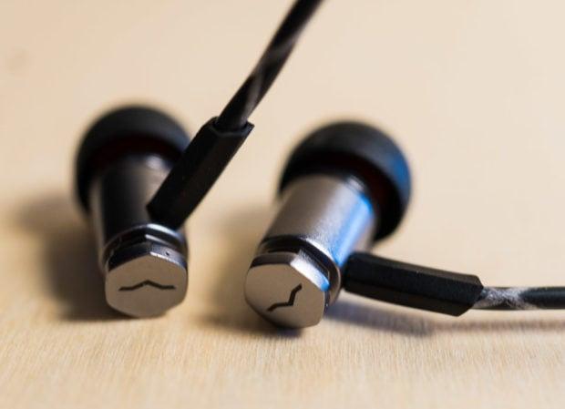 v_moda_forza_metallo_earphones_1