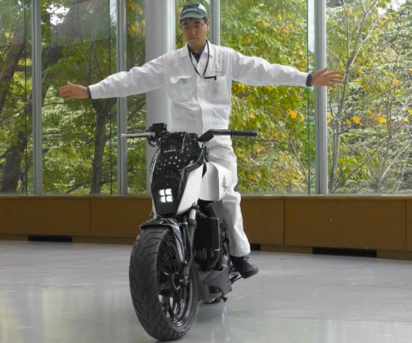 Honda Builds a Self-Balancing Motorcycle