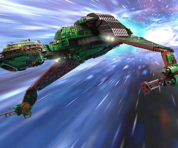 LEGO Klingon Bird of Prey Hates Federation Minifigs