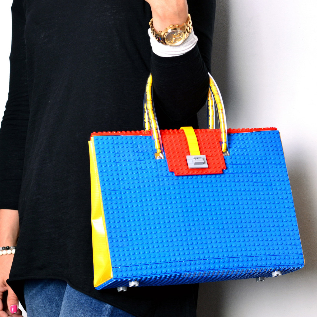 the brick bag a purse made from lego technabob. Black Bedroom Furniture Sets. Home Design Ideas
