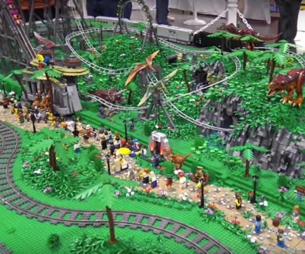 125,000-Piece LEGO Dinosaur Theme Park: Jurassic Brick