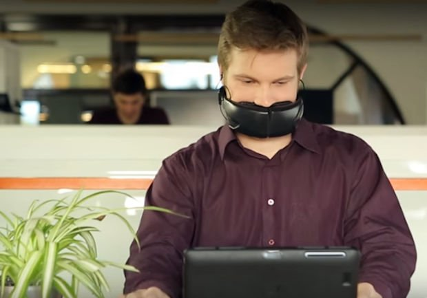 Hushme Mask Silences Your Voice for Phone Privacy, Makes You