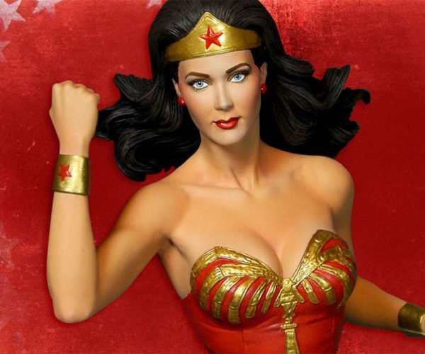 Wonder Woman Statue Immortalizes Lynda Carter's Hotness
