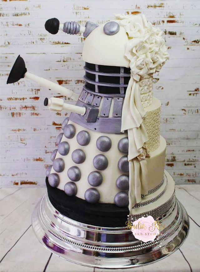 meaning behind feeding wedding cake two faced dalek wedding cake technabob 17236