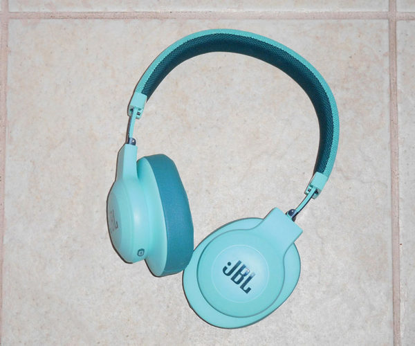 JBL E55BT Wireless Headphones Review: Comfortable Over-the-Ear Sound