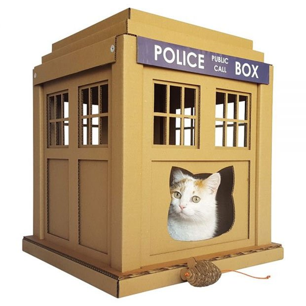 doctor who tardis cardboard cat house scratchier on the inside technabob. Black Bedroom Furniture Sets. Home Design Ideas