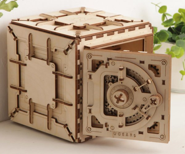 DIY Wooden Safe Can Be Literally Cracked