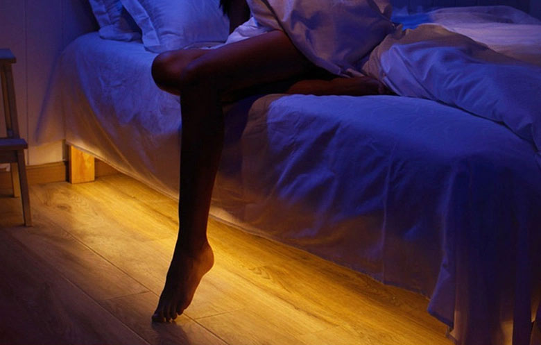 Bathroom Light Goes Off And On motion-sensing under bed lighting saves marriages - technabob