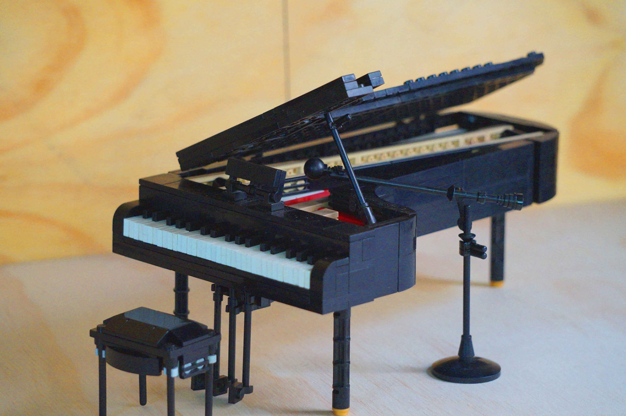 Tickle the plastic ivories with this lego grand piano for Small grand piano