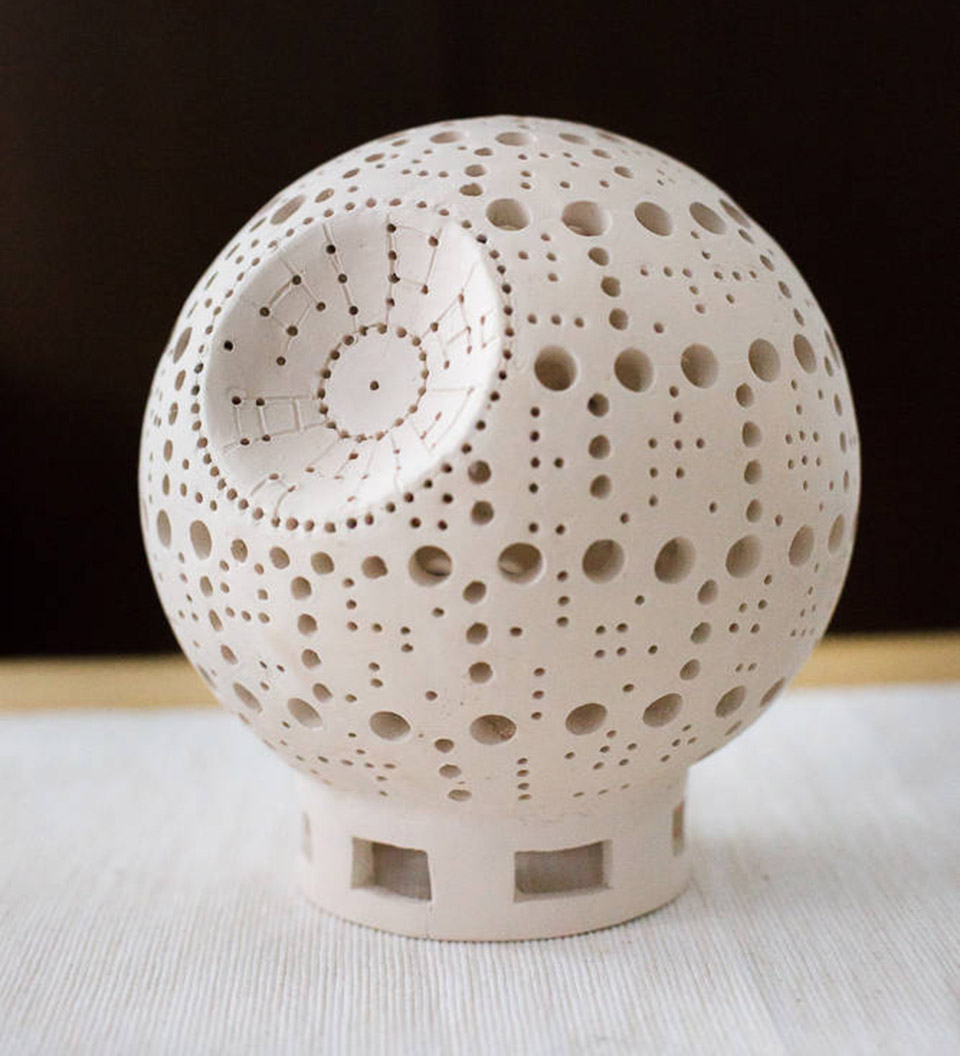 The Lamp Measures About 7u2033 Across, And Is Made Completely From White Clay,  Though They Can Also Tint One Into A Dark Grey If You Prefer A More  Accurate ...