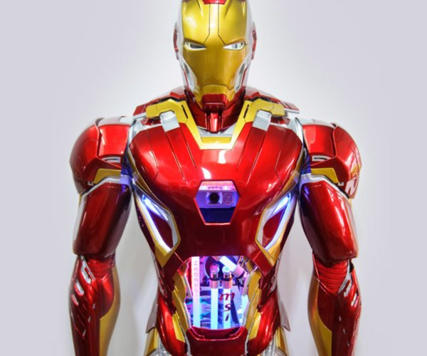 Epic Life-size Iron Man Contains a Working PC