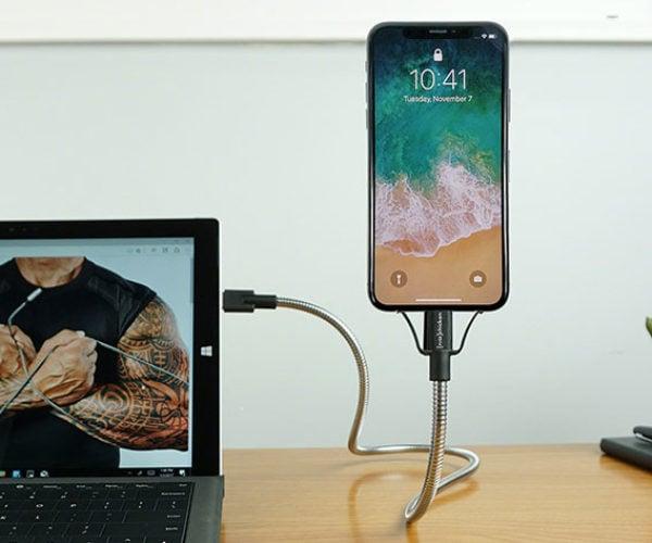 Bobine Flex iPhone Dock Is Amazingly Flexible and Versatile