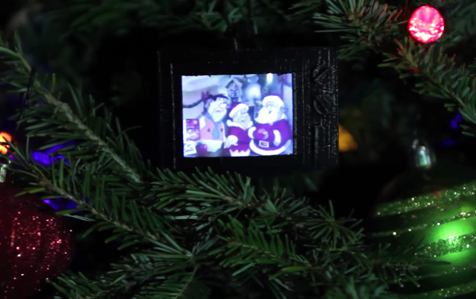Build a TV Christmas Ornament That Plays Classic Commercials - Technabob