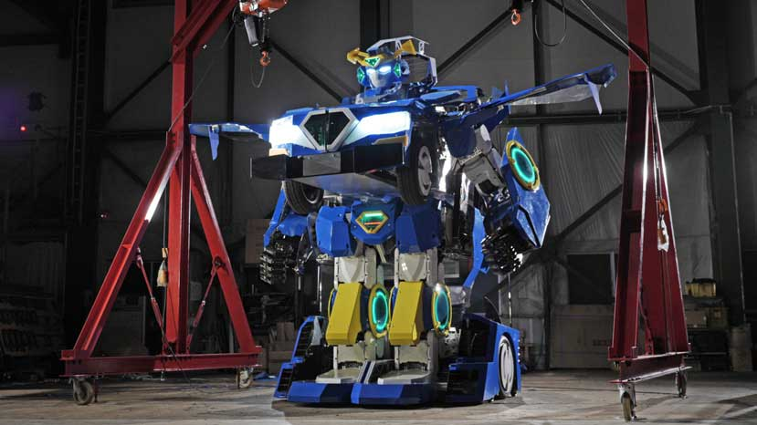 Japanese engineers bring Transformers to life
