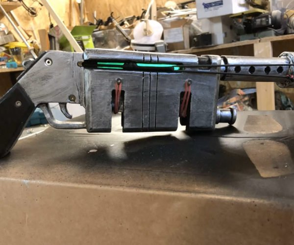 This Custom Star Wars Rey's Blaster Fires Glowsticks