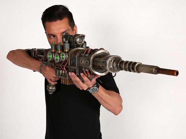 Fallout 1:1 Plasma Rifle Replica Won't Shoot Your Eye Out ...