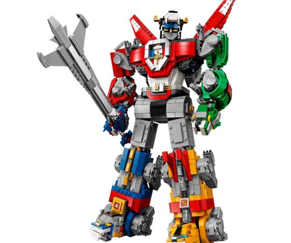 LEGO Voltron Defends the Blocky Universe