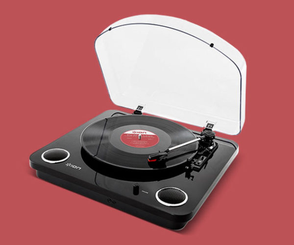 This Turntable Converts Records into Digital Music Files