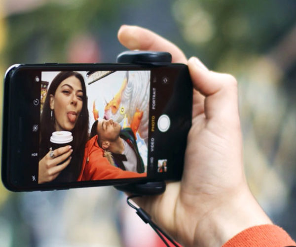 Save Yourself from Selfie Butterfingers With This Phone Grip