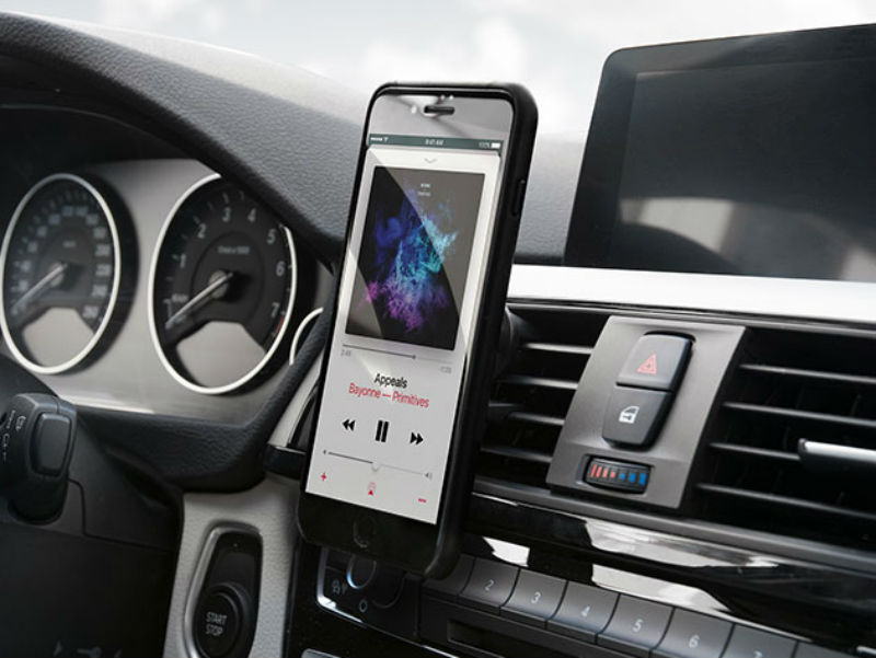 This Magnetic Car Mount Makes Using Your Phone in the Car Safe and Easy - Technabob