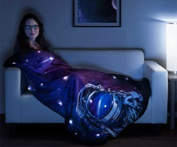 LED Space Fleece Blanket Keeps You Warm and Blinky