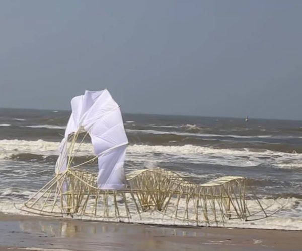 Theo Jansen's New Strandbeest Marches onto the Beach