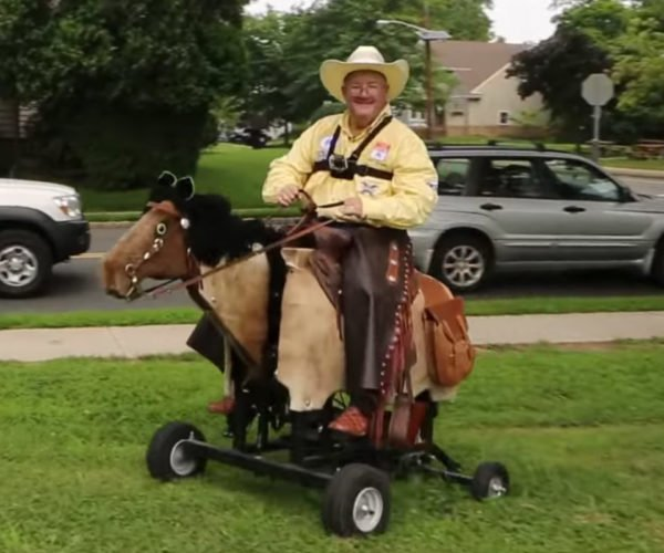 Texas Cowboy Moves to New Jersey and Builds an Electric Horse