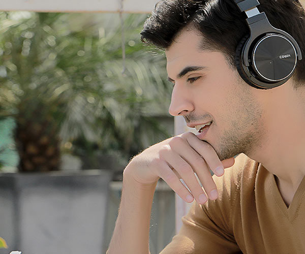 These Noise-Cancelling Headphones Are an Extra 20% Off for Black Friday